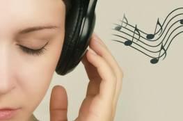 انتبه : استماعك للموسيقى قبل النوم قد يصيبك بهذا النوع من الديدان