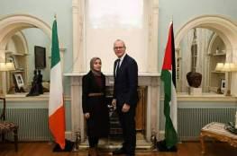 بالصور.. ما سر اجتماع طالبة غزية بنائب رئيس الوزراء الأيرلندي!