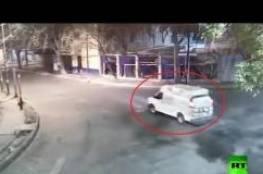 شاهد..  نزلاء يفرون من سجن المكسيك بسيارة الشرطة