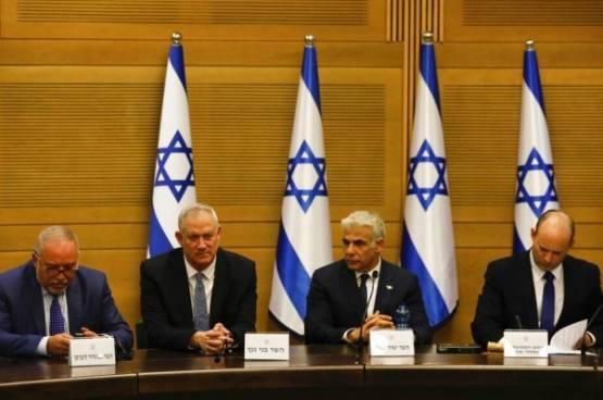 مسؤول خليجي : سنتعامل مع الحكومة الجديدة بما يخدم عملية السلام ومصالحنا