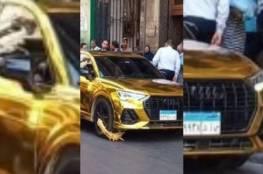 """فرحة أهالي الإسكندرية بـ""""ضابط العطارين"""" بعد """"كلبشة"""" سيارة حمو بيكا..صور"""