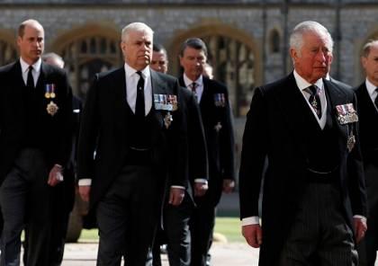 الأمير تشارلز يطرد هاري وميغان من العائلة الملكية