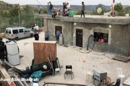 جرافات الاحتلال تهدم منزلين في الولجة غرب بيت لحم وتشرد أصحابها