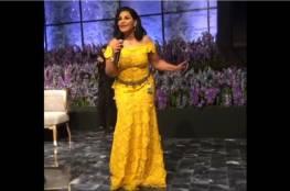 فيديو: أحلام تشعل حفل زفاف شقيقتها بالرقص والغناء.. ووزنها الزائد يلفت الأنظار