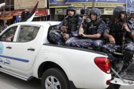 الشرطة تغلق 110 محلات تجارية بنابلس