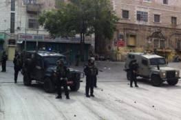 الاحتلال يغلق طرقا بالخليل لتأمين اقتحام المستوطنين لموقع أثري