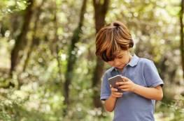أمخاخ أطفالكم في خطر.. والسبب الهواتف الذكية!