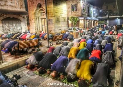 بعد اغلاق اكثر من شهرين .. مئات الالاف يصلون الفجر في مساجد الضفة (صور وفيديو