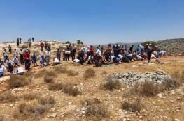 إقامة صلاة الجمعة على الأراضي المهددة في قرية سنيريا جنوب قلقيلية