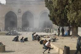 صور: اكثر من 305 اصابة7 منها خطيرة جدا خلال مواجهات عنيفة داخل باحات الاقصى بعد اقتحامه