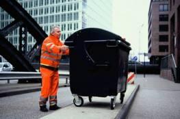 عمال يعثرون على مواد غريبة بصناديق القمامة بألمانيا