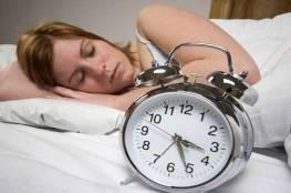 ما ضرر النوم والعيون مفتوحة؟