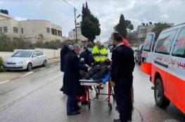 رئيس الوزراء يترجل من سيارته للاطمئنان على شرطي مرور تعرض لحادث سير