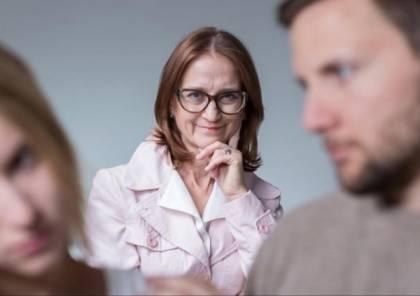 كيف تفوزين بأهل زوجكِ رغم المعارك العائلية؟