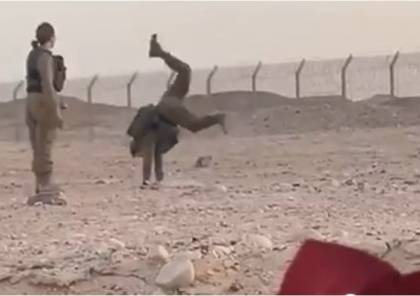 شاهد الفيديو : مجندات إسرائيليات يرقصن مع جنود مصريين
