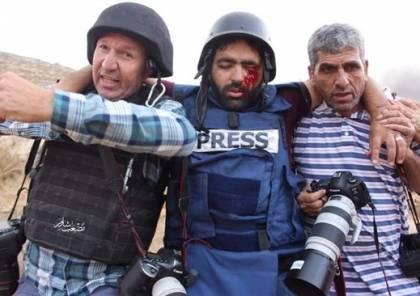 اصابة صحفي بعينه خلال تغطيته مواجهات بالخليل