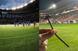 مسمار يتسبب بإصابة مروعة للاعب أثناء مباراة..صور وفيديو