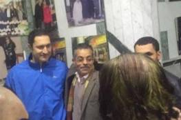 """بالصور.. نجل مبارك """"علاء"""" يتناول العشاء في مطعم شعبي بالقاهرة"""