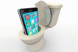 هاتفك الجوال يحمل بكتيريا أكثر من المراحيض