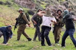 إصابة عشرات المواطنين بالرضوض والاختناق في هجوم للمستوطنين واعتقال مسنيّن جنوب الخليل