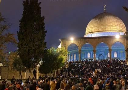 الآلاف من المصلين يؤدون صلاة الفجر في المسجد الأقصى
