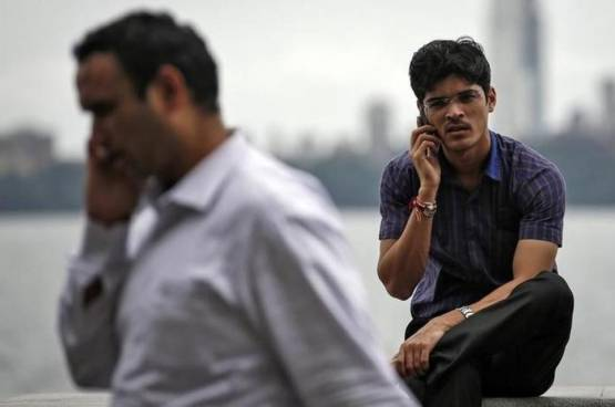هندي يبيع زوجته لشراء هاتف ذكي