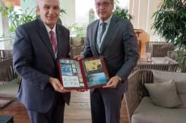 سدر يبحث مع رئيس هيئة تنظيم قطاع الاتصالات القطري آليات الدعم البريدي الفلسطيني