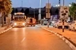 جيش الاحتلال يغلق مداخل بلدة ترمسعيا ويحتجز مئات المركبات