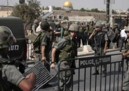الاحتلال يهاجم المصلين ويعتقل عددا من الشبان قرب بابي العامود والزاهرة بالقدس المحتلة