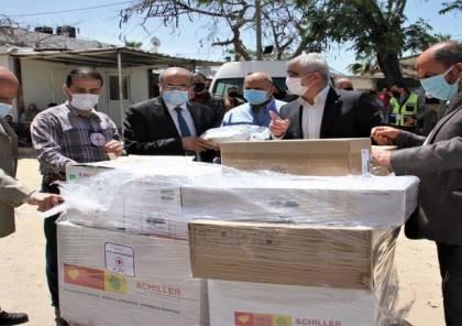 """الصحة بغزة تتسلم تبرعات طبية من الصليب الأحمر لمواجهة """"كورونا"""""""