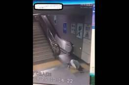 بالفيديو.. لحظة انشقاق الأرض وابتلاعها لفتاة