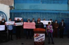 """التعليم بغزة تدعو """"أونروا"""" للتراجع عن قرار وقف عمل معلمي العقود"""