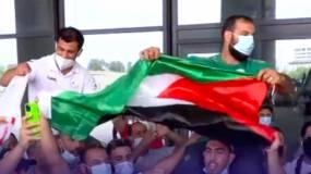 محملا على الأكتاف وبأهازيج فلسطين..هكذا استقبل الجزائريون بطلهم نورين بعد رفضه مواجهة لاعب إسرائيلي