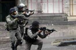 اصابة شابين بالرصاص الحي واعتقال آخر في مخيم عقبة جبر بأريحا