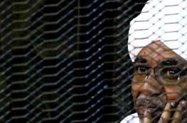 """هواتف تحوي""""معلومات خطيرة"""" مع البشير ورفاقه في السجن تثير ضجة في السودان"""