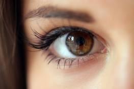 عادات يومية تُضر بعينيك