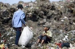 طفلة كانت تبحث عن قوتها.. فطمرت تحت القمامة!