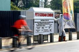 """""""النعش"""".. عقاب من يرفض ارتداء الكمامة في اندونيسيا"""