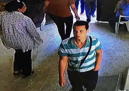 شاهد لحظة اعتداء مهاجم كنيسة القديسين بالإسكندرية على رجل الأمن محاولاً ذبحه