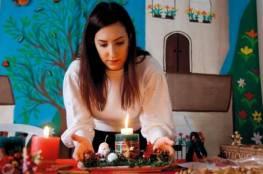 غادة كاباتايس .. معلمة فنون فلسطينية تضيء شموعاً تصنعها يدوياً لعيد الميلاد