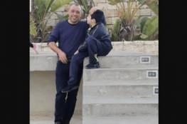 فيديو : الاحتلال يعتقل احد قادة كتائب الاقصى برام الله الحاصلين على اعفاء