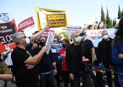 طرد لابيد من تظاهرة إسرائيلية تطالب بتعويض العمال