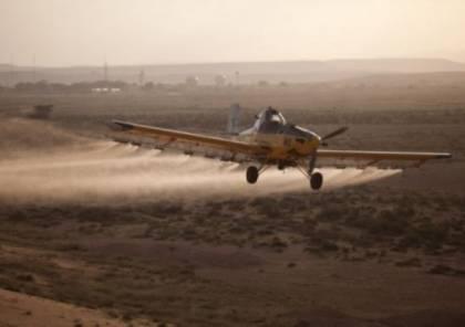 الاحتلال يرش مبيدات زراعية ضارة على أراضي المزارعين شرق القطاع