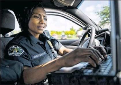 شرطيتان أميركيتان تقرران بالقُرعة اعتقال امرأة!