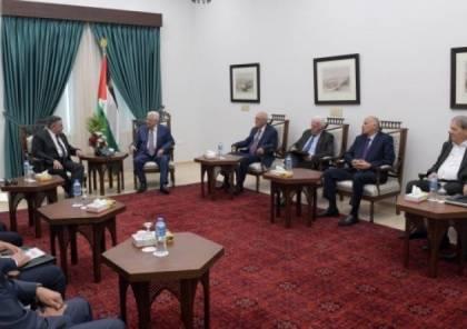 مصادر: عباس التقى الوفد المصري في رام الله وبحث ملفين مهمين