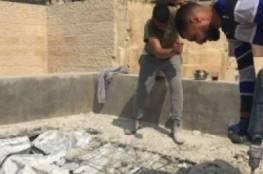 الاحتلال يجبر عائلة من مخيم شعفاط على هدم بنايتها المكونة من 4 طوابق