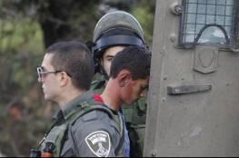 الاحتلال يعتقل شابا ويصيب عشرات الحالات بالاختناق في أريحا