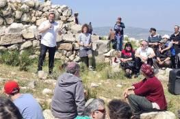 المستوطنون يقتحمون موقع برناط الأثري في جبل عيبال