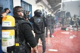 وحدات القمع الاسرائيلية تقتحم غرف الأسرى في سجني ريمون وجلبوع
