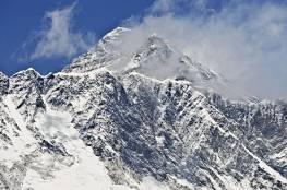 هل تقلص ارتفاع أعلى جبل في العالم؟